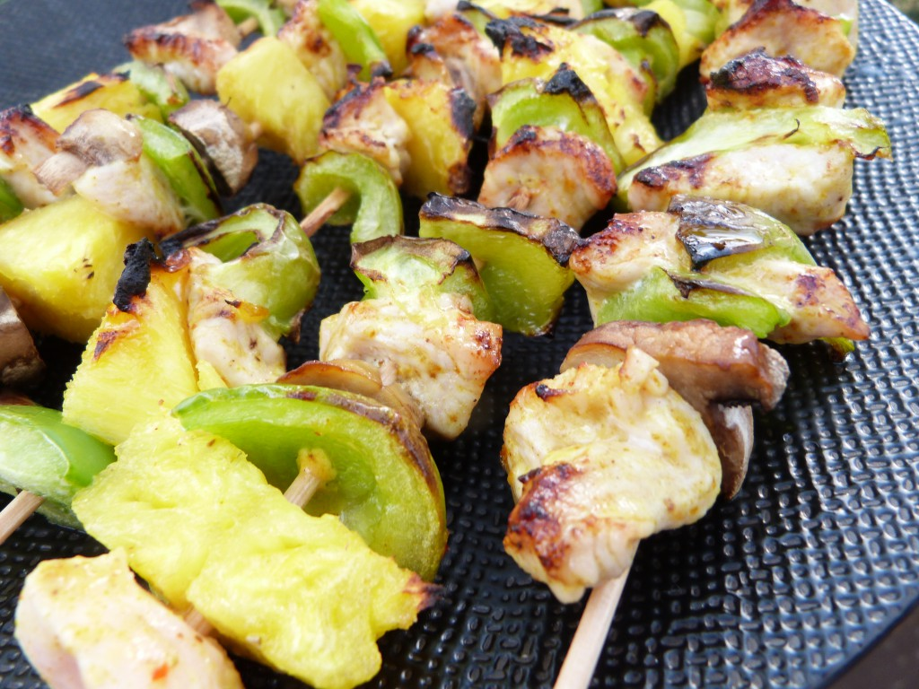 brochettes poulet ananas poivrons (1)