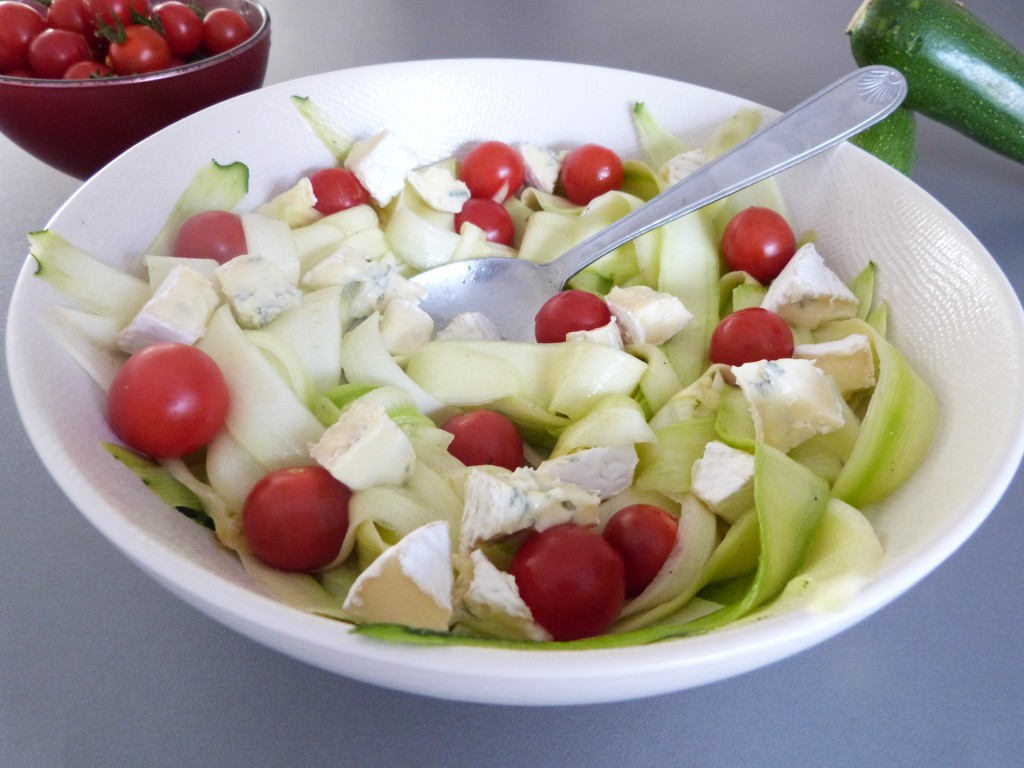 salade tagliatelles courgette tomates roquefort vin miel (5)