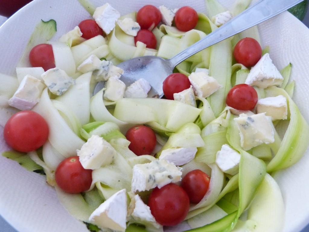 salade tagliatelles courgette tomates roquefort vin miel (7)