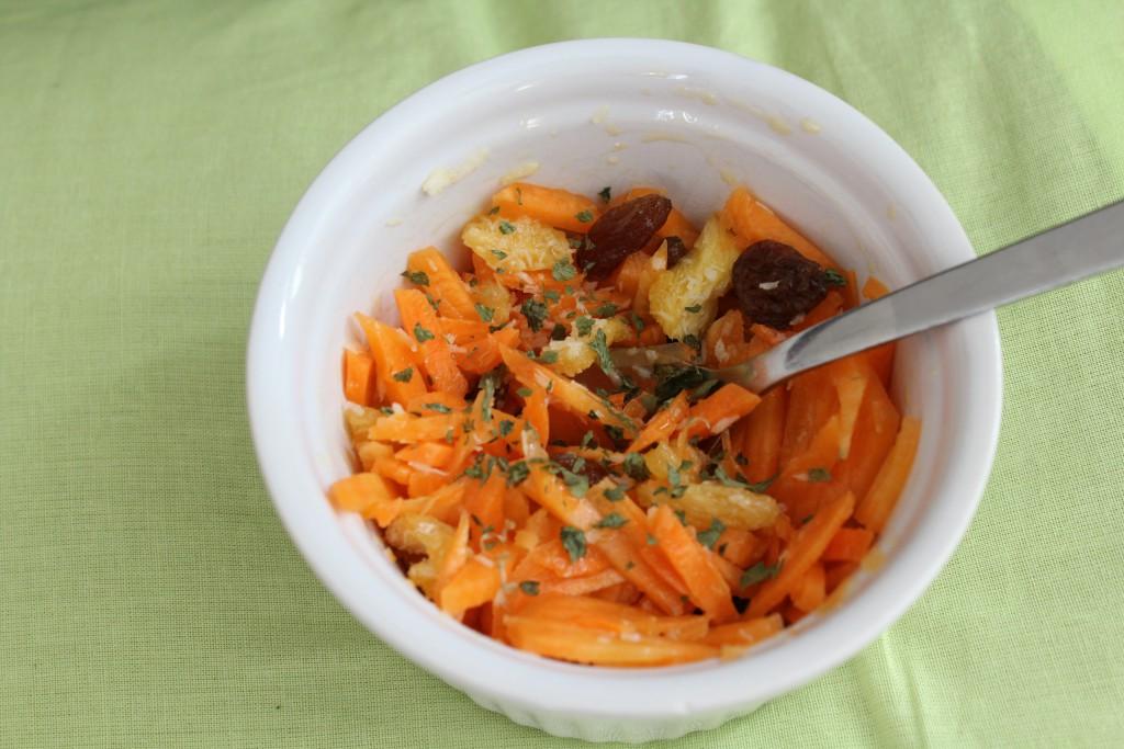 Salade carottes rapees ananas seche raisins secs coriandre (2)