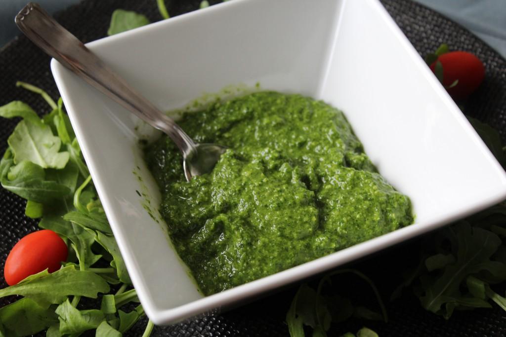 pesto-roquettes-amandes-huile-olive-1