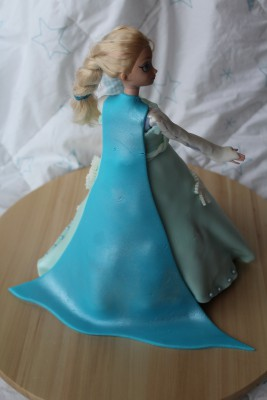 reine-des-neiges-barbie-molly-cake-chocolat-11