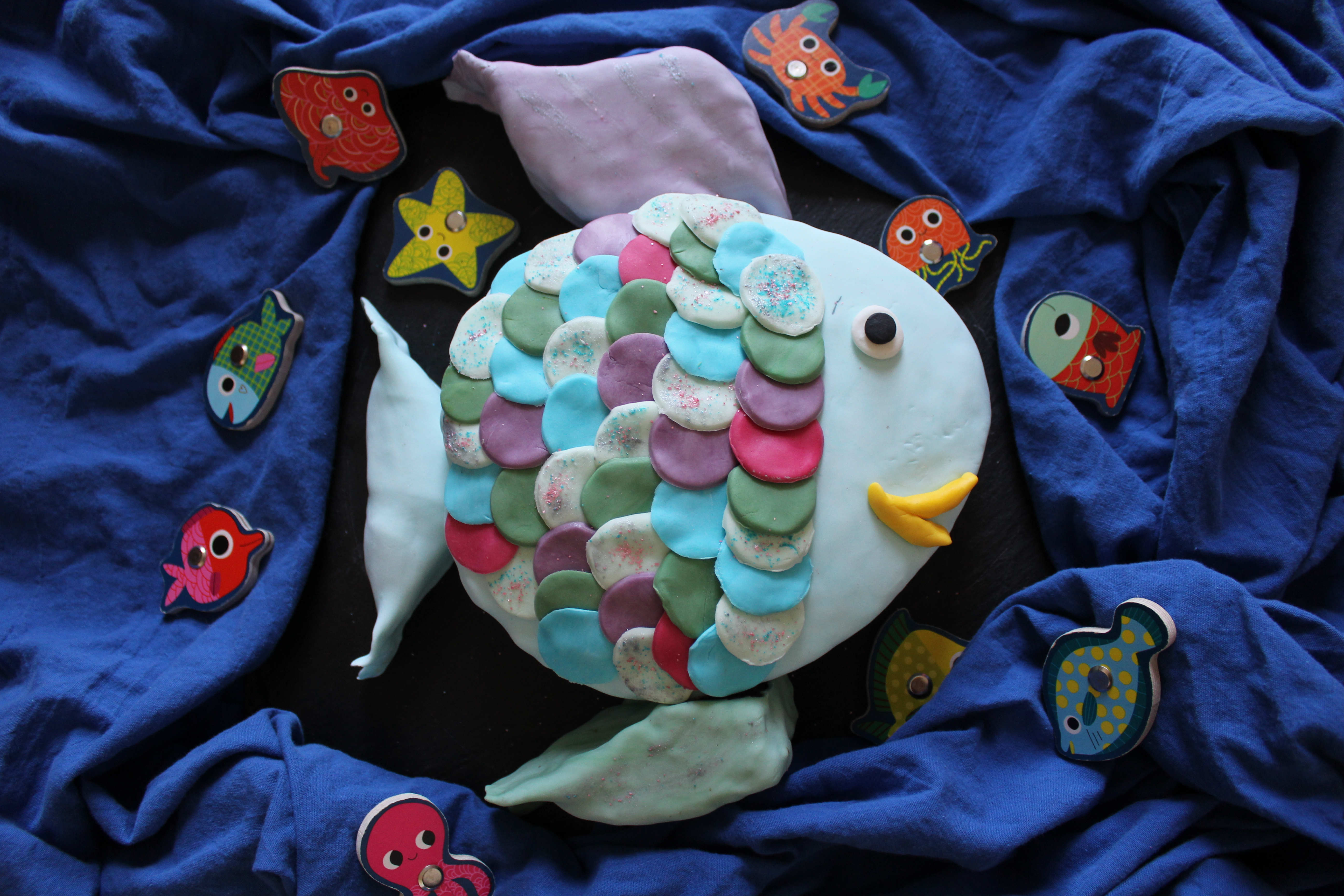 g teau arc en ciel le plus beau poisson des oc ans qui. Black Bedroom Furniture Sets. Home Design Ideas